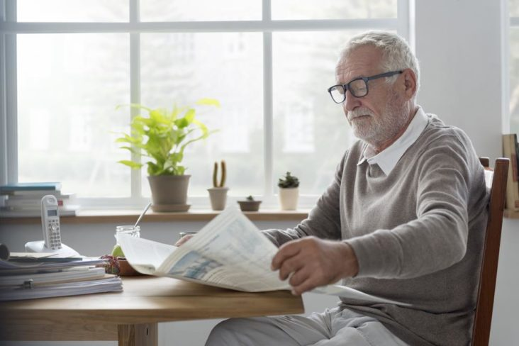 old-guy-reading-with-glasses